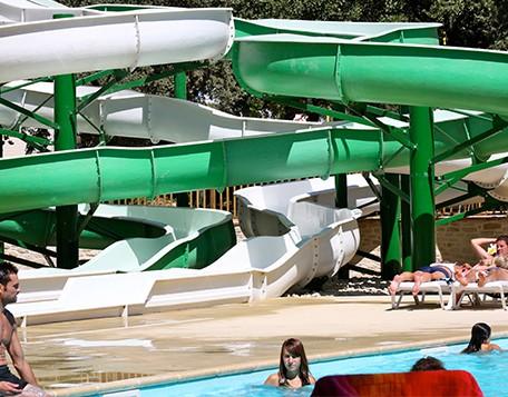 activité piscine au Summer Camp Pertuis