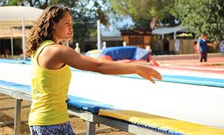 Mira Boumejmajen encadre une séance en fast track en plein air sur le Summer Camp Pertuis